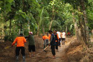 Gotong royong Arba Peduli bersama PBMT Maal Jogja-Jateng di Dusun Ngrancah